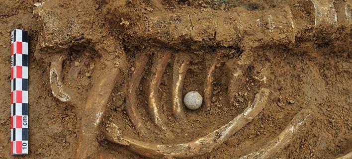 Βρέθηκε σκελετός στρατιώτη από τη μάχη του Βατερλώ - Είχε μέσα του τη σφαίρα που τον σκότωσε [εικόνες]