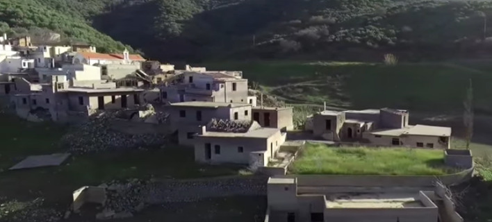 Σφεντύλι: Το χωριό-φάντασμα που... αρνείται να βυθιστεί [βίντεο]