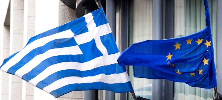 Οι σημαίες της Ελλάδας και της ΕΕ / Φωτογραφία: AP Images