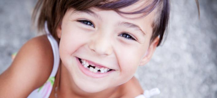 Κορίτσι χωρίς δόντια /Φωτογραφία: Shutterstock