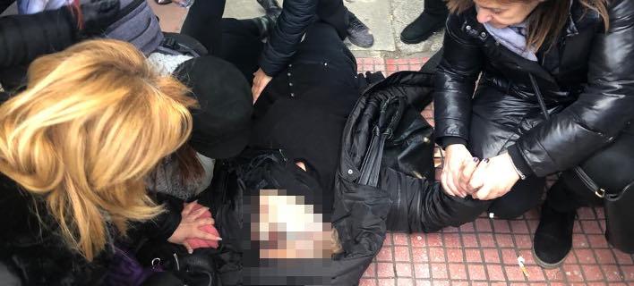 Λιποθύμησε γυναίκα-μέλος Συλλόγου Θανόντων Συζύγων μπροστά στα ΜΑΤ