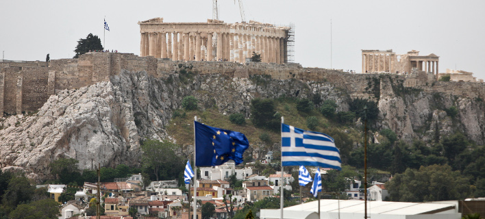 FT: Οι Ελληνες μπορεί να μην αντέξουν άλλο την εξαθλίωση και να αποφασίσουν Grexit