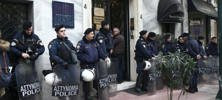 Η ΕΛ.ΑΣ. υψώνει τείχος προστασίας γύρω από συμβολαιογραφεία που κάνουν πλειστηριασμούς /Φωτογραφία Αρχείου: Intime News