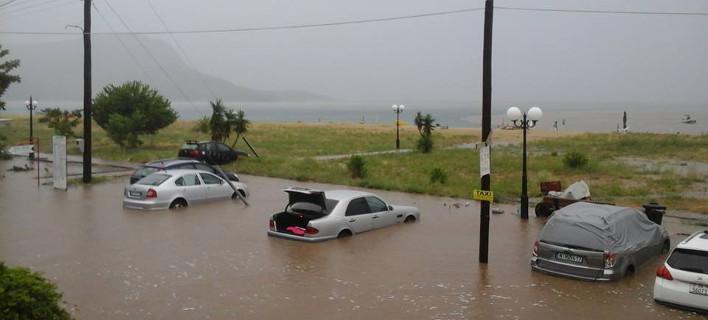 Eικόνες Aποκάλυψης στη Χαλκιδική: Πλημμύρισαν σπίτια, βυθίστηκαν αυτοκίνητα [εικόνες & βίντεο]