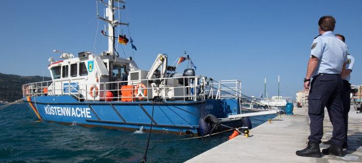 Spiegel: Τα γερμανικά σκάφη θα παραδίδουν τους πρόσφυγες στην Ελλάδα, όχι στην Τουρκία
