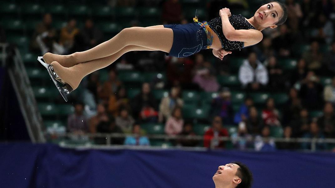 Ιπτάμενη αθλήτρια του καλλιτεχνικού πατινάζ στο γκραν πρι τς Κίνας-Φωτογραφία: AP Photo/Mark Schiefelbein