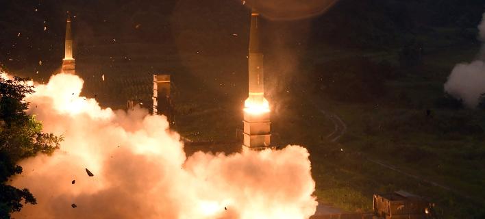 H Νότια Κορέα εκτοξεύει πυραύλους Hyunmu-2 στη διάρκεια ασκήσεων με τις ΗΠΑ σε αντίποινα για την τελευταία εκτόξευση πυραύλου από την Πιονγιάνγκ (ΦΩΤΟΓΡΑΦΙΑ: ΑΡ)
