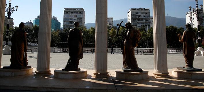 Η εβδομάδα που ξεκινά είναι εξαιρετικά κρίσιμη πολιτικά στα Σκόπια (Φωτογραφία: AP Photo/Thanassis Stavrakis)