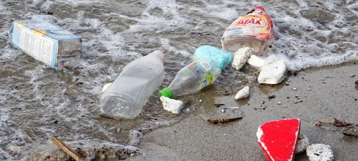 Σκουπίδια στη θάλασσα / Φωτογραφία: EUROKINISSI