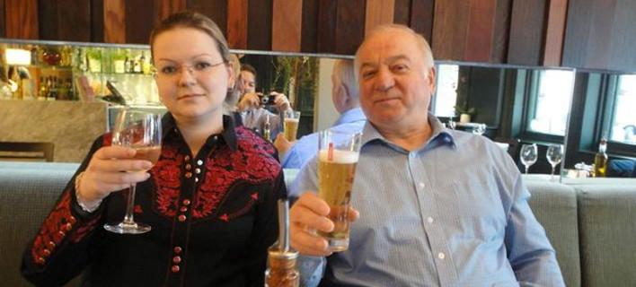 Η Γιούλια Σκρίπαλ με τον πατέρα της Σεργκέι (Φωτογραφία: Facebook)