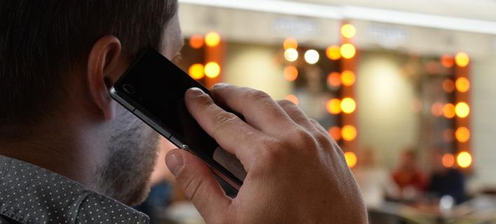 Υπό επανεξέταση ο φόρος 2% στα κινητά μετά τον σάλο που προκλήθηκε/ Φωτογραφία: Eurokinissi