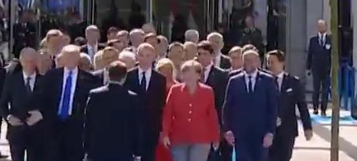Ο Μακρόν σνόμπαρε τον Τραμπ -Καρέ καρέ το σκηνικό και η αντίδραση του Αμερικανού Προέδρου [βίντεο]