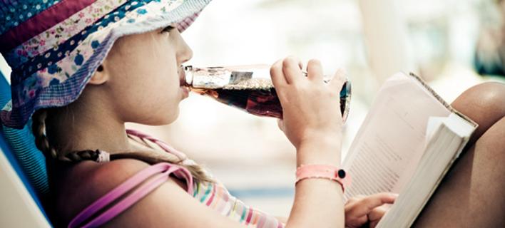 Πώς επηρεάζουν την υγεία μας τα αναψυκτικά; Η συχνή κατανάλωση βλάπτει