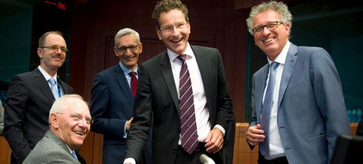 Πώς ο Σόιμπλε κέρδισε στο Εurogroup: Κράτησε το ΔΝΤ στο πρόγραμμα και έδωσε το ελάχιστο για το χρέος