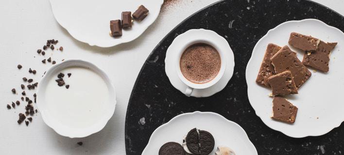 Πιάτα με επιδόρπια, καφέ και γλυκά /Φωτογραφία: unsplash