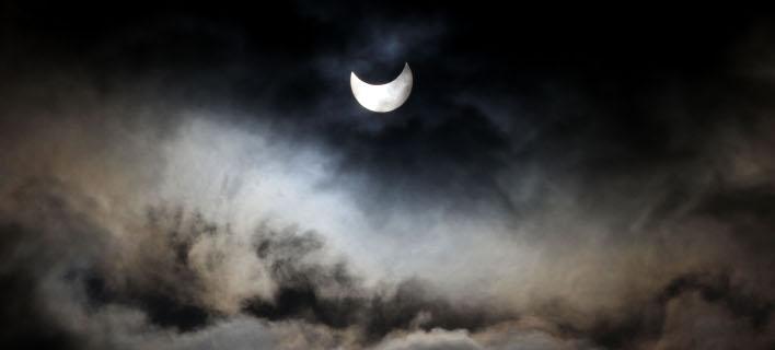 Η σημερινή ηλιακή έκλειψη μας δημιουργεί άγχος και αρνητικά συναισθήματα. Φωτογραφία: AP