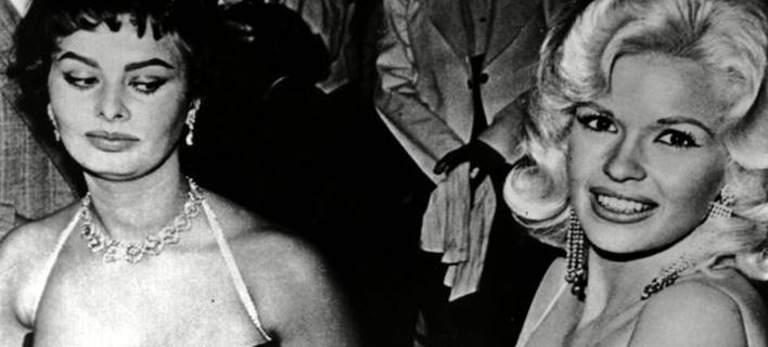 Το απίστευτο βλέμμα της Σοφία Λόρεν στο στήθος της Μάνσφιλντ -Το παρασκήνιο της εμβληματικής φωτό [εικόνες]