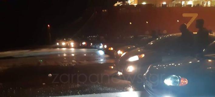 Τα αυτοκίνητα κόρναραν ασταμάτητα/ Φωτογραφία: zarpanews