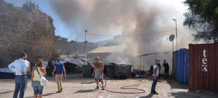Επεισόδια και φωτιές σε καταυλισμό προσφύγων στη Χίο -Επέμβαση από τα ΜΑΤ