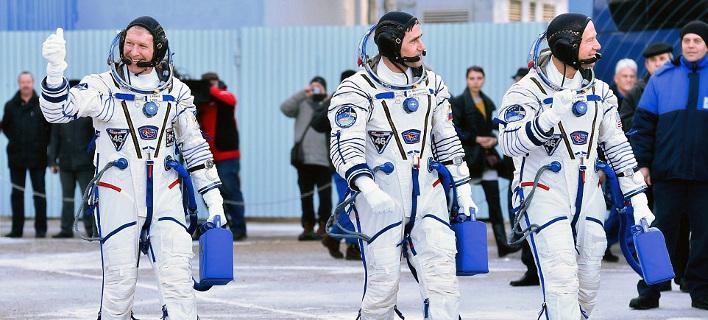 Εκτοξεύθηκε ο πύραυλος Soyouz -O Βρετανός αστρονάυτης, το τραγούδι των Queen και το μήνυμα του Κάμερον [εικόνες & βίντεο]