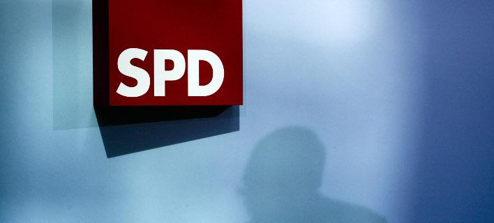 Στελέχη του SPD αντιδρούν στη συμφωνία Μέρκελ- Ζεεχόφερ (Φωτογραφία: AP/ Markus Schreiber)