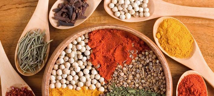 Τα 5 βότανα και μπαχαρικά για να κάνετε το γεύμα σας πιο υγιεινό [εικόνες]