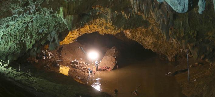 Ερευνες στη σπηλιά/Φωτογραφία: AP