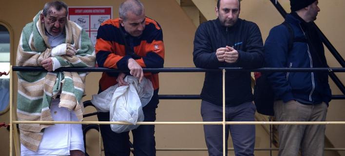 Με καμένα πόδια μεταφέρονται από το Spirit of Piraeus 49 διασωθέντες του Norman Atlantic [βίντεο & εικόνες]