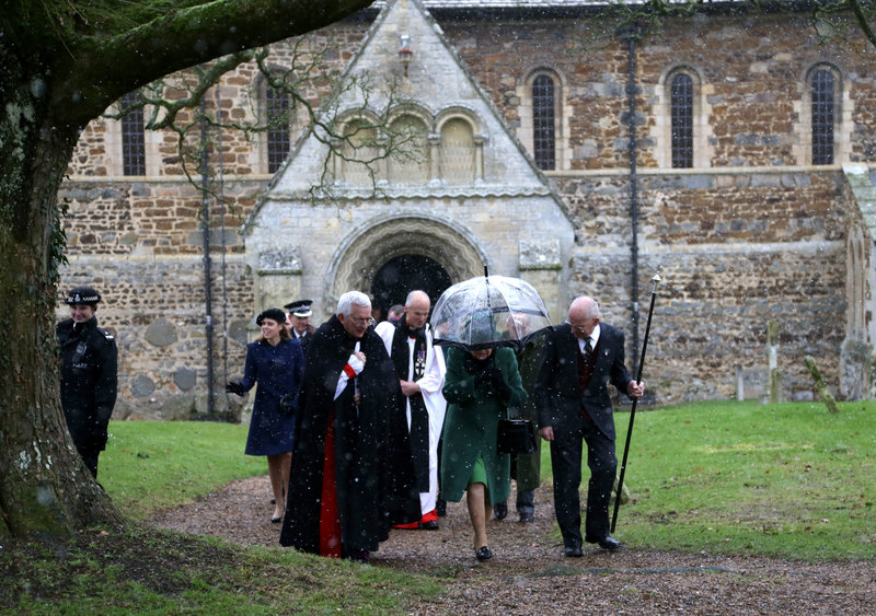 Η βασίλισσα Ελισάβετ έξω από την εκκλησία της Μαρίας Μαγδαληνής στο Sandingham