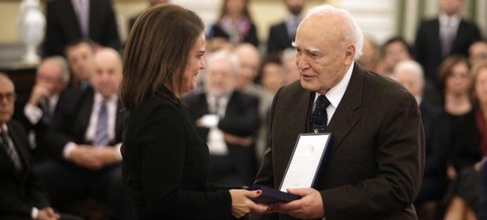 Ο Πρόεδρος της Δημοκρατίας βράβευσε την Σοφία Στάικου της Τράπεζας Πειραιώς για την προσφορά της στον πολιτισμό