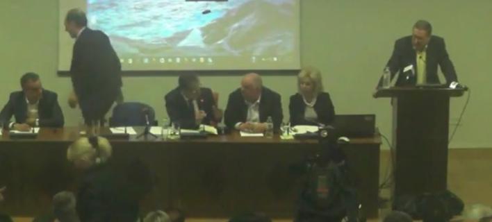 Αποχώρησε ο Σταθάκης από το Περιφερειακό Συμβούλιο Δ.Μακεδονίας – Οταν του είπαν «με σαρδόνιο χαμόγελο λέτε κακά μαντάτα» [βίντεο]