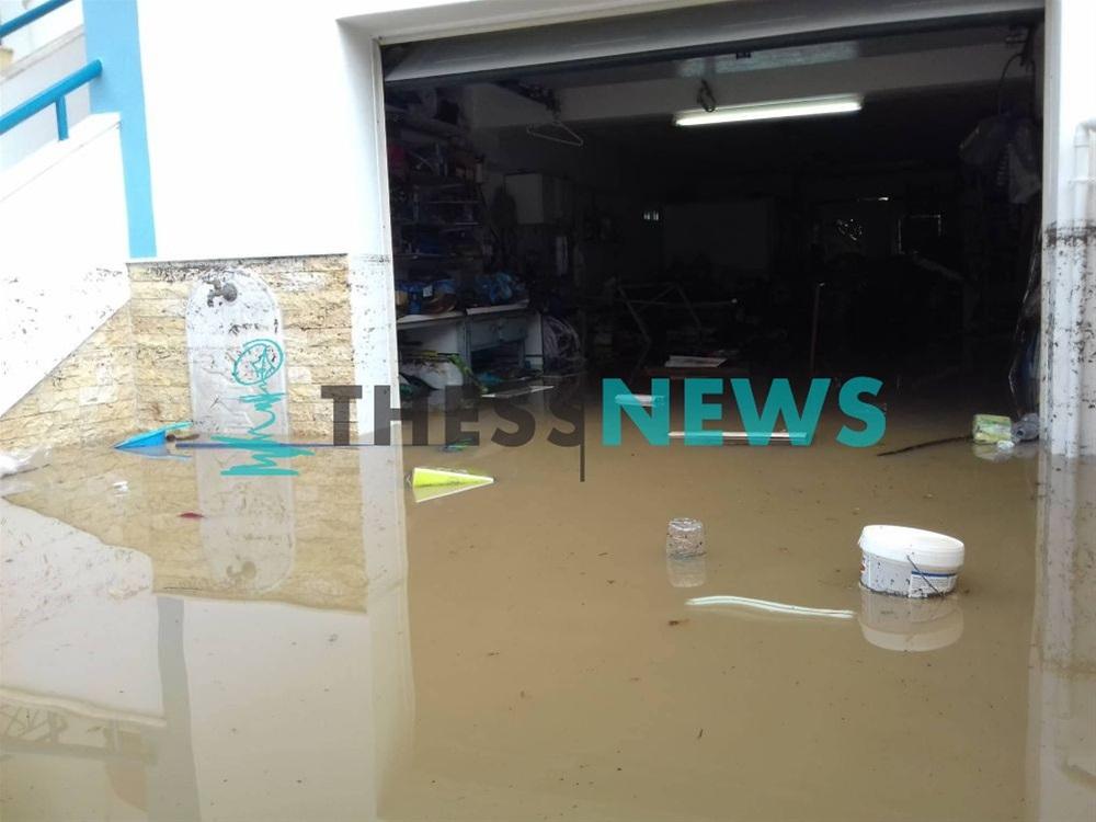 Πλημμύρισαν υπόγεια