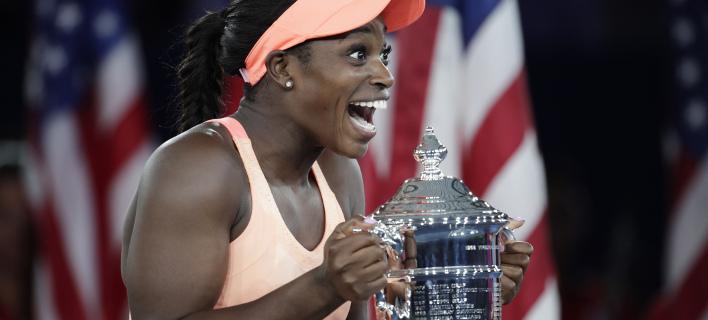 Δεν σταματούσε να χαμογελά η Σλόαν Στίβενς (Φωτογραφία: AP/ Julio Cortez)