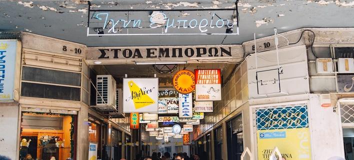 Χριστουγεννιάτικο πέρασμα για χιλιάδες Αθηναίους από τα 15 νέα καταστήματα σε Στοά Εμπόρων και Πλατεία Θεάτρου [εικόνες]