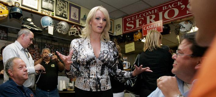 Η Στέφανι Κλίφορντ, γνωστή στην πορνογραφική βιομηχανία ως Stormy Daniels (Φωτογραφία: ΑΡ)