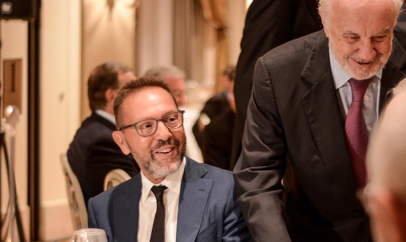 Ο Γιάννης Στουρνάρας με μούσι στο δείπνο της ΕΕΤ προς τιμήν του Γενς Βαϊντμαν- φωτογραφία eurokinissi