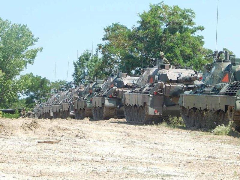 Αρματα του στρατού στη σειρά, έτοιμα για αξιολόγηση