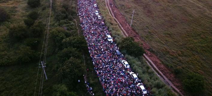 Καραβάνι μεταναστών (Φωτογραφία: AP Photo/Rodrigo Abd)