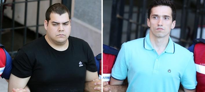 Οι δύο Ελληνες στρατιωτικοί (Φωτογραφία: yenisafak)