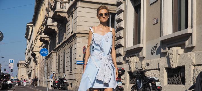Μοντέλο ποζάρει στον δρόμο /Shutterstock