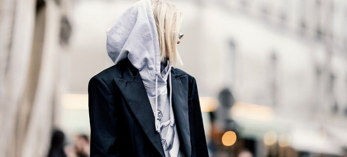 Μια street style σταρ ποζάρει στο φακό/ Φωτογραφία: Getty Images/Ideal Image