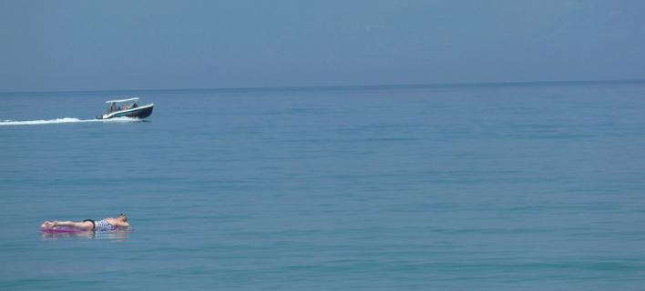 Γυναίκα στην θάλασσα/ Φωτογραφία: Eurokinissi