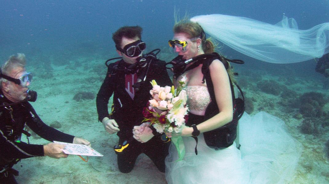 Υποβρύχιος γάμος στα Florida Keys στις ΗΠΑ- Φωτογραφία: Frazier Nivens/Florida Keys News Bureau via AP