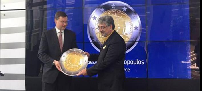 Οι πολίτες της Ευρωζώνης ψήφισαν ελληνικό σχέδιο για να κοσμεί το αναμνηστικό κέρμα του ευρώ [εικόνες]
