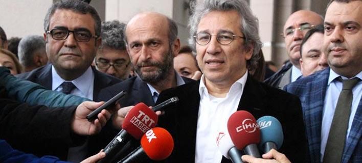 Τουρκία: Συνέλαβαν δημοσιογράφους επειδή αποκάλυψαν ότι οι μυστικές υπηρεσίες προωθούσαν όπλα στη Συρία