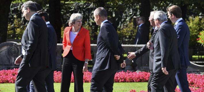 Περίπου 6 μήνες πριν από το Βrexit, η Μέι δεν έχει συμφωνήσει με τους Ευρωπαίους/ Φωτογραφία: AP- Kerstin Joensson