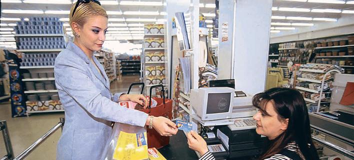 Η ζωή μας με πλαστικό χρήμα – Τι αλλάζει στις καθημερινές συναλλαγές