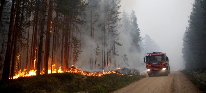 Φωτιές μαίνονται ακόμη και εντός του Αρκτικού Κύκλου (Φωτογραφία: ΑΡ)