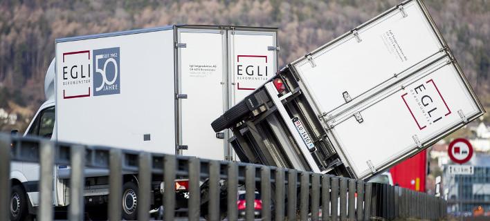 Χάος στην Ελβετία: Θυελλώδεις άνεμοι 200 χλμ/ώρα εκτροχίασαν τρένο -8 τραυματίες