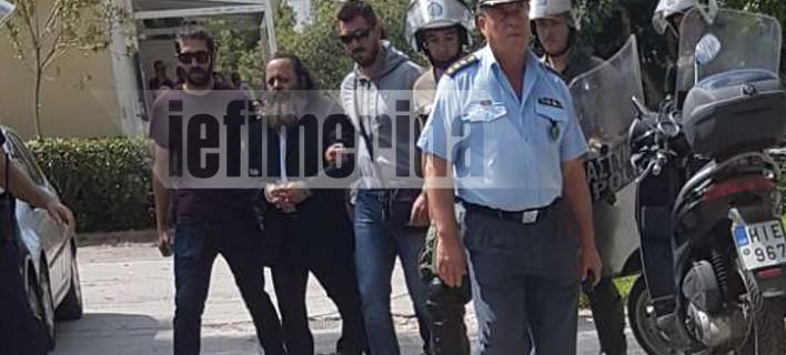 Προσωρινά κρατούμενος ο Αρτέμης Σώρρας [εικόνες]